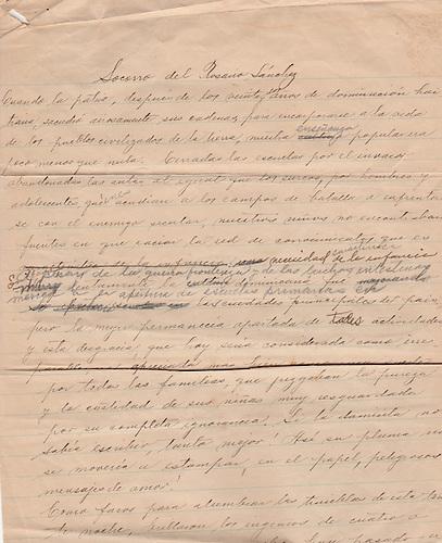 Primera página del manuscrito de Patria Mella de su ensayo sobre Socorro del Rosario Sánchez