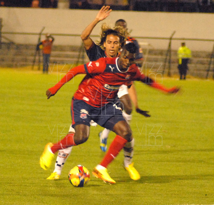 TUNJA -COLOMBIA- 11 -09-2013. Accion de juego correspondiente al partido entre los equipos Chico FC e Independiente Medellin en el estadio La Independencia /  Action game for the match between the teams Chico FC and Independiente Medellin in Independence Stadium .Photo: VizzorImage / Jose Miguel Palencia / Stringer
