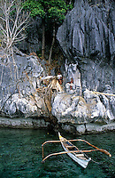 The Tagbanwa guarding the nesting site of the swiftlets by camping with the whole family near by the collecting site.<br />