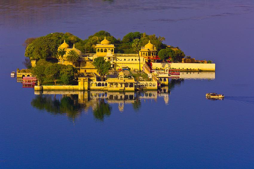 Jag Mandir (Water Palace), Lake Pichola, Udaipur, Rajasthan, India