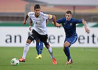 FUSSBALL INTERNATIONAL Laenderspiel Freundschaftsspiel U 21   Deutschland - Frankreich     13.08.2013 Emre Can (li, Deutschland) gegen Valentin Eysseric (Frankreich)