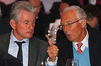 FUSSBALL      DFB POKAL FINALE       SAISON 2011/2012 Borussia Dortmund - FC Bayern Muenchen   12.05.2012 FC Bayern beim Telekom-Bankett: Trainer Jupp Heynckes (li) im Gespraech mit Ehrenpraesident  Franz Beckenbauer (