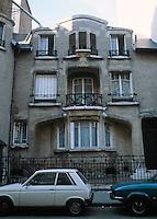 Hector Guimard: Hotel Mezzara, 60 Rue La Fontaine, Paris 1910-11. Photo '90.