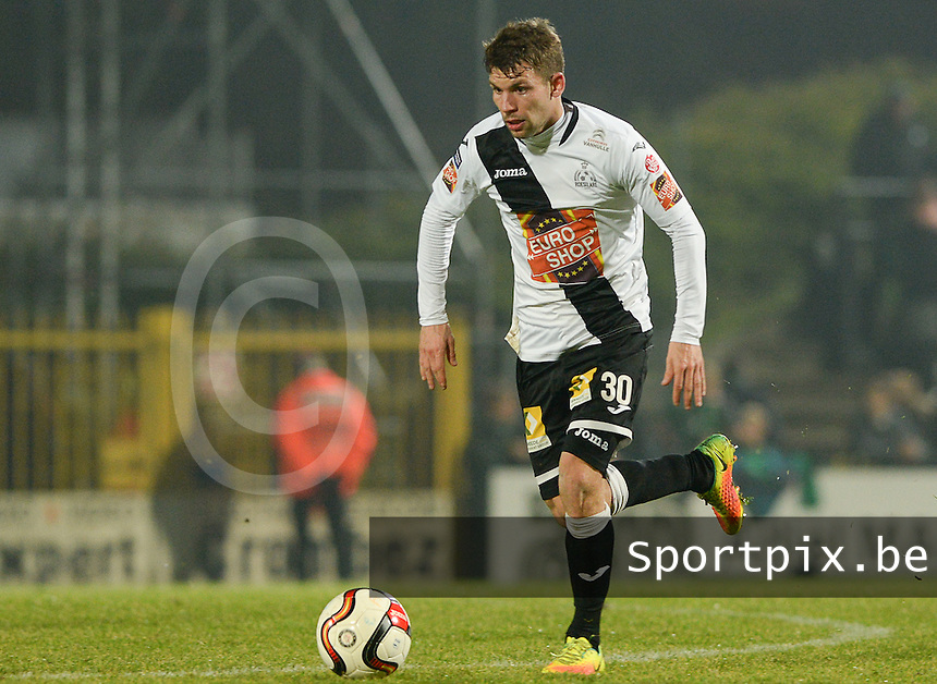 20161217 - ROESELARE , BELGIUM : Roeselare's Lukas Van Eenoo pictured during the Proximus League match of D1B between Roeselare and Cercle Brugge, in Roeselare, on Saturday 17 December 2016, on the day 20 of the Belgian soccer championship, division 1B. . SPORTPIX.BE | DAVID CATRY