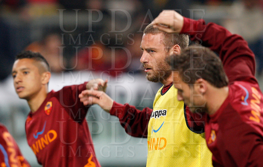 Calcio, Serie A: Roma vs Lazio. Roma, Stadio Olimpico, 8 aprile 2013..AS Roma midfielder Daniele De Rossi, center, and forward Francesco Totti, right, warm up prior to the start of the Italian serie A football match between A.S. Roma  and Lazio at Rome's Olympic stadium, 8 april 2013..UPDATE IMAGES PRESS/Riccardo De Luca