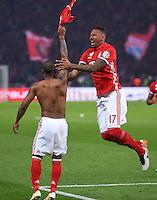 FUSSBALL  DFB POKAL FINALE  SAISON 2015/2016 in Berlin FC Bayern Muenchen - Borussia Dortmund         21.05.2016 Douglas Costa und Jerome Boateng  (v.l., beide FC Bayern Muenchen) feien den Pokalsieg 2016