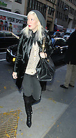 NOV 19 Tori Spelling and Dean McDermott at NBC's Today Show