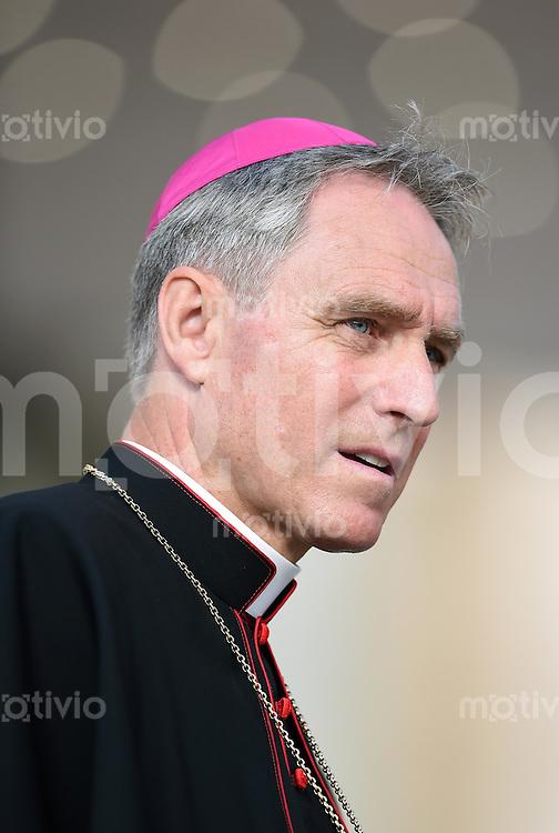Rom, Vatikan 22.10.2014 Kurienerzbischof Georg Gaenswein bei der woechentlichen Generalaudienz auf dem Petersplatz.