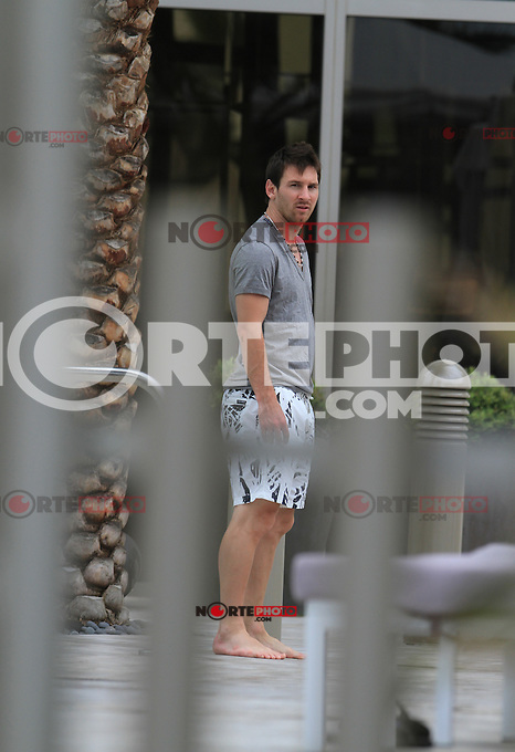 MRPIXX.COM.COM - 24JUNE12.MIAMI, FLORIDA.NON EXCLUSIVE!.NUMBER 1 SOCCER STAR, LEO MESSI , AFTER CELEBRATE 25 BIRTHDAY IN MIAMI BEACH WITH FRIENDS AND FAMIY IN CAFFE RAGATZZI..NON EXCLUSIVE BY MRPIXX.COM.COM
