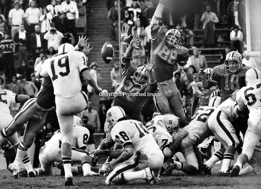 BIG GAME: Stanford kicker Mike Langford boots a 50yd field goal in the closing seconds to give the Cardinals a 22 to 20 win over University of California in the Big Game 1974. (photo by Ron Riesterer)