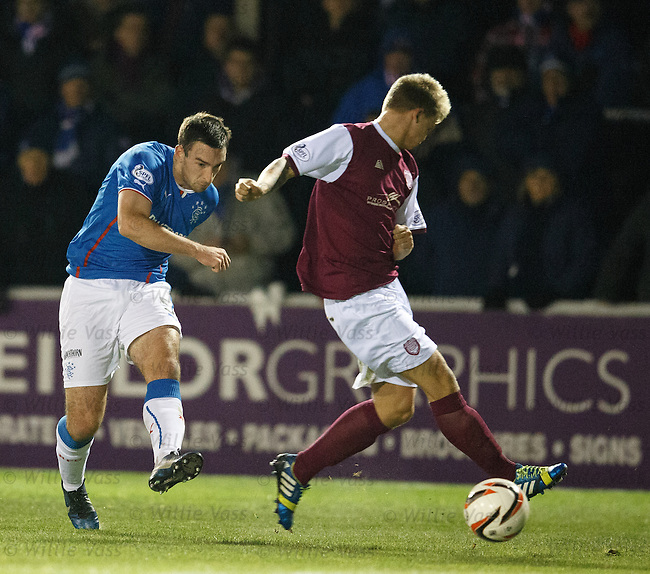 Lee Wallace cracks in a shot