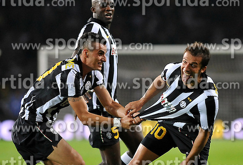 26.08.2010, Olympiastadion, Turin, ITA, UEFA EL, Juventus Turin vs Sturm Graz, im Bild .Juventus players celebrate their teammate Alessandro Del Piero 's 1-0 leading goal., EXPA Pictures © 2010, PhotoCredit: EXPA/ InsideFoto/ Perottino *** ATTENTION *** FOR AUSTRIA AND SLOVENIA USE ONLY! / SPORTIDA PHOTO AGENCY