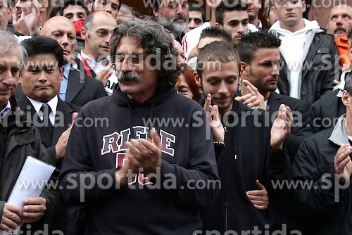 27.10.2011, Coriano, ITA, MotoGP, Beerdigung von Marco Simoncelli, der am 23. Oktober 2011 in Sepang, Malaysia, tödlich verunglückt ist, im Bild Paolo Simoncelli e Valentino Rossi // during Funeral of MotoGP Driver Marco Simoncelli, he died 23/10/2011, after a fatal accident in Sepang at GP of Malaysia. EXPA Pictures © 2011, PhotoCredit: EXPA/ InsideFoto/ Semedia +++++ ATTENTION - FOR AUSTRIA/(AUT), SLOVENIA/(SLO), SERBIA/(SRB), CROATIA/(CRO), SWISS/(SUI) and SWEDEN/(SWE) CLIENT ONLY +++++