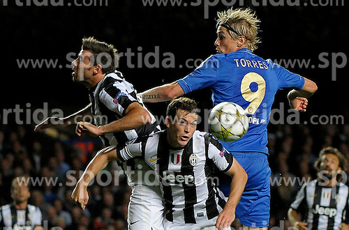 19.09.2012, Stamford Bridge, London, GBR, UEFA Champions League, FC Chelsea vs Juventus Turin, Gruppe E, im Bild Andrea Barzagli, Stephan Lichsteiner Juventus, Fernando Torres Juventus // during the UEFA Champions League group E match between Chelsea FC and Juventus FC at the Stamford Bridge, London, Great Britain on 2012/09/19. EXPA Pictures © 2012, PhotoCredit: EXPA/ Insidefoto/ Federico Tardito..***** ATTENTION - for AUT, SLO, CRO, SRB, SUI and SWE only *****