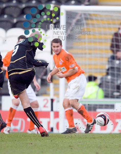 Saints Billy Mehmet fires in a shot at goal during The Clydesdale Bank Premier League match between St Mirren and Hamilton at St Mirren Park 27/02/10..Picture by Ricky Rae/universal News & Sport (Scotland).