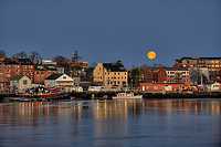 The &quot;Super Moon&quot; of March, 2011 sets over Portsmouth Harbor, Porsmouth, NH. Viewed from Kittery, ME