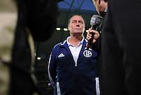 FUSSBALL   1. BUNDESLIGA   SAISON 2012/2013   5. SPIELTAG FC Schalke 04 - FSV Mainz 05                               25.09.2012        Trainer Huub Stevens (FC Schalke) beim Interview mit LIGA total