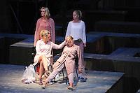 CULTUUR: JORWERT: 06-08-2015, Iepenloftspul Augustus, Mem Violet met haar dochters, ©foto Martin de Jong