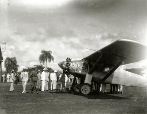 """El """"Espíritu de San Luis"""". Avión en el que Lindbergh cruzó el océano Atlántico. Santo Domingo, 1927. Col. AGN"""