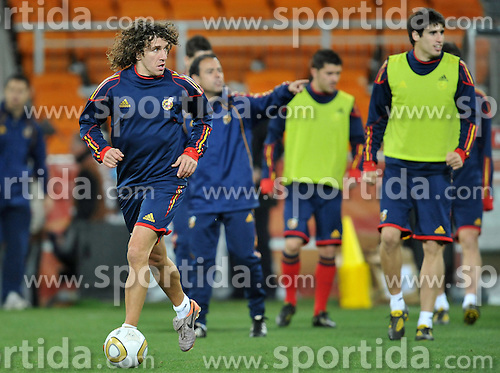 10.07.2010, Soccer City Stadium, Johannesburg, RSA, FIFA WM 2010, Training Spanien im Bild Carles Puyol, EXPA Pictures © 2010, PhotoCredit: EXPA/ InsideFoto/ Perottino *** ATTENTION *** FOR AUSTRIA AND SLOVENIA USE ONLY! / SPORTIDA PHOTO AGENCY