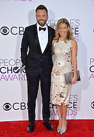 Joel McHale &amp; Sarah Williams at the 2017 People's Choice Awards at The Microsoft Theatre, L.A. Live, Los Angeles, USA 18th January  2017<br /> Picture: Paul Smith/Featureflash/SilverHub 0208 004 5359 sales@silverhubmedia.com