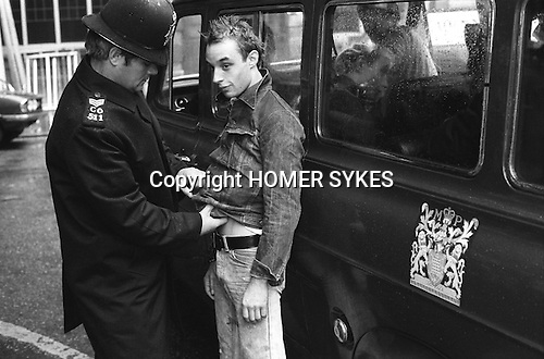 Policeman arrests a Punk in the Kings Road, Chelsea, London England. 1977<br /> <br /> He is Mick Bladder who featured in Wolfgang B&uuml;ld&rsquo;s film, Punk In London.
