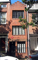 14/01/10 New York City's skinniest house sold for $2.1m