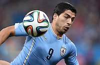 FUSSBALL WM 2014  VORRUNDE    GRUPPE D     Uruguay - England                     19.06.2014 Luis Suarez (Uruguay) am Ball