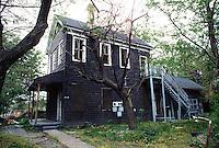 1995 April ..Conservation.Lamberts Point...Rundown Properties.Side Exterior.1402 West 25th Street...NEG#.NRHA#..CONSERV: Lambert2 2:11