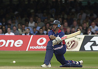 .29/06/2002.Sport - Cricket - .NatWest triangler Series England - Sri Lanka - India.England vs india 50 overs.  Lord's ground.England batting -  Nasser Hussian  positions himself to play the reverse sweep.....