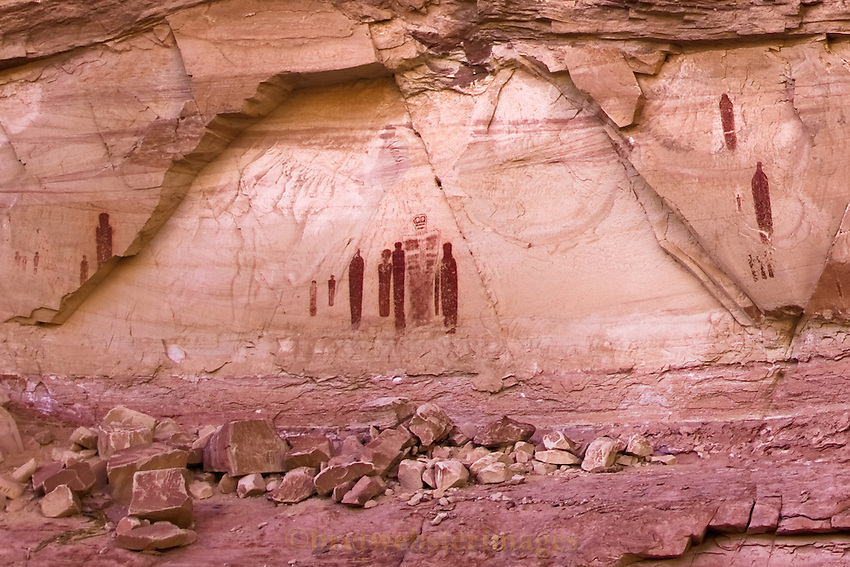 The Ghost Panel of Horseshoe Canyon replete with its beautiful framing.