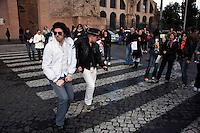 Roma 5 Aprile 2010.Manifestazione, dei fan di Michael  Jackson, per sensibilizzare l'opinione pubblica, riguardo alle circostanze, che hanno condotto alla morte prematura di Michael e  per chiedere, allo stesso tempo, che Conrad Murray, venga  incolpato per omicidio di II grado. .www.this-is-not-it.com.Demonstration fans of Michael Jackson, to raise public awareness with regard to the circumstances that led to the untimely death of Michael and ask at the same time, that Conrad Murray, is accused of murder Grade II.