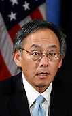 Chicago, IL - December 15, 2008 -- Nobel physics laureate Steven Chu speaks to reporters after United States President-elect Barack Obama nominated him for energy secretary during a news conference in Chicago, Illinois on Monday, December 15, 2008. .Credit: Jeff Haynes / CNP