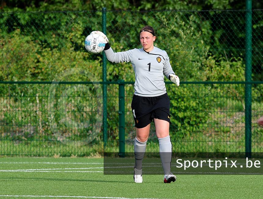 Vriendschappelijke interland vrouwenvoetbal : Belgium A - France A te Nieuwpoort ;..Kelly Ickmans..foto DAVID CATRY / Vrouwenteam.be