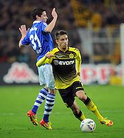 FUSSBALL   1. BUNDESLIGA   SAISON 2011/2012    14. SPIELTAG Borussia Dortmund - FC Schalke 04      26.11.2011 Moritz LEITNER (re, Dortmund) enteilt Julian DRAXLER (li, Schalke)