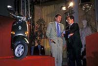 Giovanni Alberto Agnelli presenta la nuova Vespa a Romano Prodi Presidente del Consiglio , 1995.Giovanni Alberto Agnelli (Milano, 19 aprile 1964 - Torino, 13 dicembre 1997) è stato un imprenditore e dirigente d'azienda italiano..