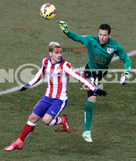 Atletico de Madrid's Antoine Griezmann (l) and Rayo Vallecano's Tono Rodriguez during La Liga match.January 24,2015. (ALTERPHOTOS/Acero) /NortePhoto<br />