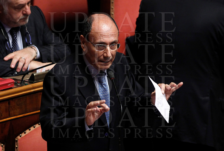 Il senatore Renato Schifani parla durante una seduta in nell'aula del Senato, Roma, 5 novembre 2013.<br /> Italian Senator Renato Schifani speaks during a plenary session at the Senate, Rome, 5 November 2013.<br /> UPDATE IMAGES PRESS/Isabella Bonotto