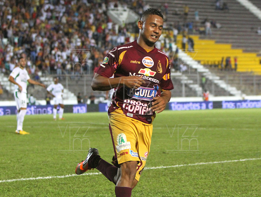 IBAGUÉ -COLOMBIA, 04-05-2013. Charles Monsalvo de Tolima celebra un gol en contra Cali partido de la fecha 14 Liga Postobón 2013-1./ Charles Monsalvo of Tolima celebrates a goal against Cali during match of the 14th date of Postobon  League 2013-1. (Photo: VizzorImage/Felipe Caicedo/Staff)