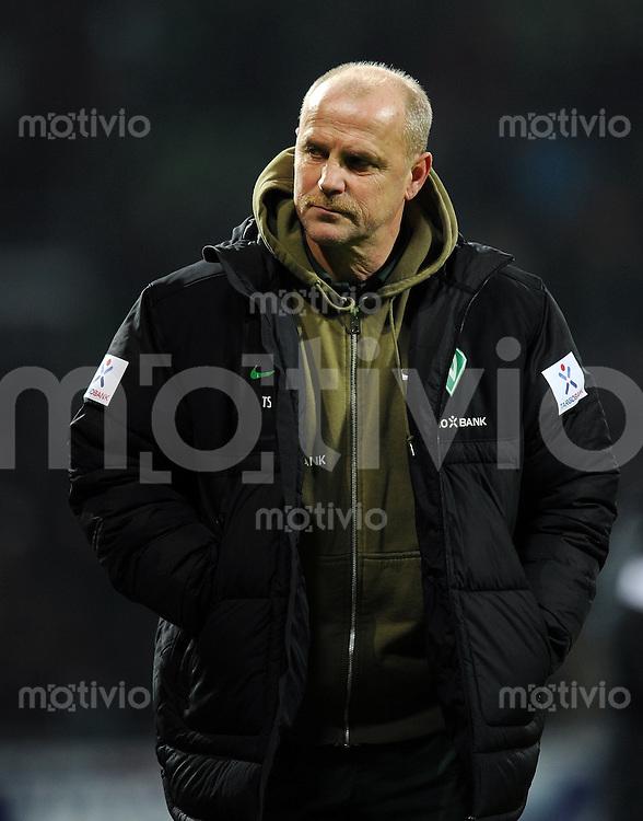 FUSSBALL   1. BUNDESLIGA   SAISON 2011/2012   23. SPIELTAG SV Werder Bremen - 1. FC Nuernberg                   25.02.2012 Trainer Thomas Schaaf (SV Werder Bremen)  ist nach dem Abpfiff enttaeuscht