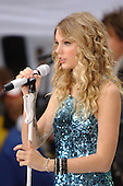 TAYLOR SWIFT (NBC - THE TODAY SHOW 05/29/2011