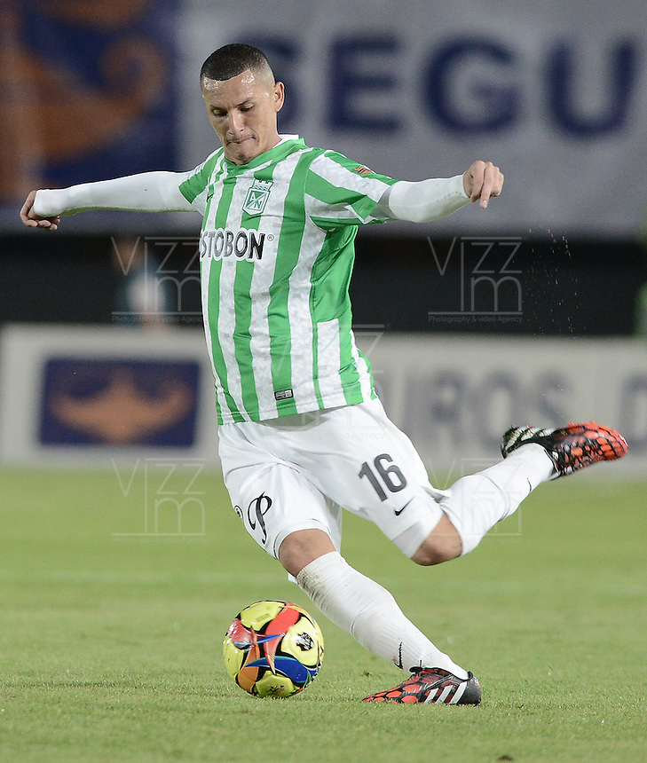 BOGOTÁ -COLOMBIA-01-11-2014. Luis Alfonso Paez jugador de Atlético Nacional en acción durante partido con Fortaleza FC por la fecha 17 de la Liga Postobón II 2014 jugado en el estadio Nemesio Camacho El Campín en Bogotá./ Luis Alfonso Paez player of Atletico Nacional in action during the match against Fortaleza FC for the 17th date of Postobon League II 2014 played at Nemesio Camacho El Campin stadium in Bogota. Photo: VizzorImage / Gabriel Aponte / Staff
