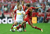 FUSSBALL   1. BUNDESLIGA  SAISON 2011/2012   1. Spieltag FC Bayern Muenchen - Borussia Moenchengladbach           07.08.2011 Raul Bobadilla (li, Borussia Moenchengladbach) gegen Thomas Mueller (re, FC Bayern Muenchen)