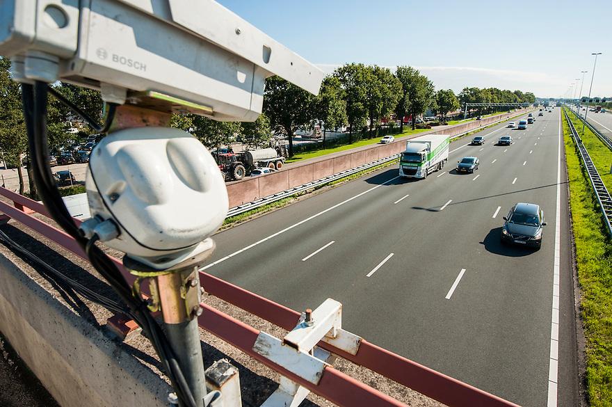 Nederland, Bunnik, 2 sep 2014<br /> Camerasysteem houdt het verkeer op de A12 bij Bunnik in de gaten.<br />  Foto: (c) Michiel Wijnbergh