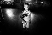 Sochaczew 07.11.2006 Poland.Besia - holiday resort. III International Violin Workshops 2003 for children taught by means of the Suzuki Method. Suzuki Method meets the most stringent criteria of modern pedagogy and psychology. No other method is better or more successfull in developing childrens musicality from the earliest age. Suzuki Method doesn?t discriminate against any child and manages to uncover child?s best ability. Its purpose is not to create professional instrumentalists, however. It aims to develop children?s minds through learning to play an instrument. .To illustrate the truth of this approach Suzuki compares it to learning a mother tongue. Every child masters their language perfectly by simply mimicking their parents, no matter how many difficulties the language contains, i.e. different accents or complicated dialects. This learning mechanism Suzuki trasfers into the music education and makes it the main element of the method..The basic idea is a wonderful and, more importantly, true assumption that we are all born with a talent.(Photo: Adam Lach / Napo Images)..Metoda Suzuki spelnia najbardziej ostre kryteria wspolczesnej pedagogiki i psychologii. Nie znamy dotad lepszej i skuteczniejszej metody umuzykalniania dzieci i to od wczesnego dziecinstwa. Metoda Suzuki nie odrzuca zadnego dziecka i pozwala wydobyc z kazdego z nich to, co najlepsze. Nie jest bynajmniej celem metody ksztalcenie profesjonalistow-instrumentalistow. Jej zadaniem jest bowiem rozwoj intelektualny poprzez trening na instrumencie.Dla udowodnienia prawdziwosci tej tezy Suzuki odwoluje sie do umiejetnosci uczenia sie mowy w ojczystym jezyku. Kazde dziecko, niezaleznie od obiektywnych trudnosci, jakie ten jezyk przedstawia, a wiec od jego akcentow i czesto skomplikowanego dialektu, uczy sie tego jezyka perfekcyjnie i to na prostej zasadzie - nasladowania rodzicow. I ten wlasnie mechanizm przenosi Suzuki na grunt edukacji muzycznej i czyni go istotym elementem swojej metody...
