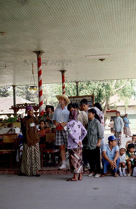 Indonesia, Java island: Yogyakarta, tourist during the celebration of the birth of the prophet Muhammad.<br /> Indonesia; Giava: Yogyakarta, turista alle celebrazioni della nascita del profeta Maometto.