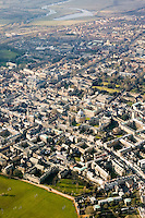 Aerial view of the centre of Oxford, which has a population of 165,000. Many of the buildings are part of Oxford University, the oldest university in the English speaking.world. They are recognisable by the golden Cotswold limestone and private Quads (an abbreviation of quadrangle), used to describe a college court completely surrounded by buildings and approached through a gateway. Oxford, UK, 2004