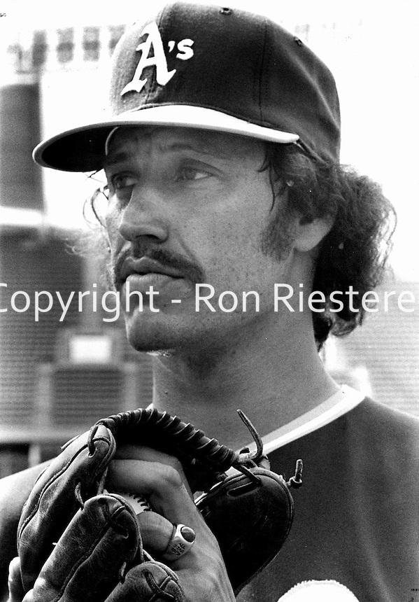 Oakland A's pitcher Ken Holtzman 1972 photo by Ron Riesterer/Oakland Tribune