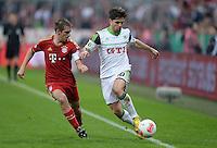 FUSSBALL  DFB-POKAL  HALBFINALE  SAISON 2012/2013    FC Bayern Muenchen - VfL Wolfsburg            16.04.2013 Philipp Lahm (li, FC Bayern Muenchen) gegen Diego (re, VfL Wolfsburg)