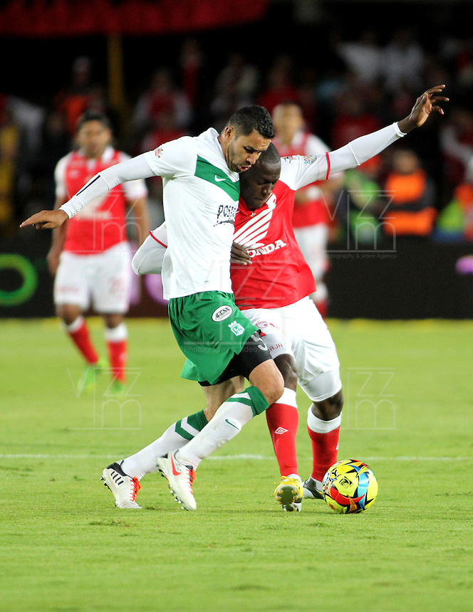 BOGOTA - COLOMBIA-17-07-2013: Cristian Martinez Borja (Der.) jugador del Independiente Santa Fe disputa el balón con Francisco Najera (Izq.) del Atletico Nacional durante partido en el estadio Nemesio Camacho El Campin de la ciudad de Bogota, julio 17 de 2013. Independiente Santa Fe y Atletico Nacional durante partido de vuelta por la final de la Liga Postobon I. (Foto: VizzorImage / Nestor Silva / Cont.).  Cristian Martinez Borja (R) player of Independiente Santa Fe fights for the ball with Francisco Najera (L) player of Atletico Nacional during game in the Nemesio Camacho El Campin stadium in Bogota City, July 17, 2013. Independiente Santa Fe and Atletico Nacional, during match for the second round of finals of the Postobon League I. (Photo: VizzorImage / Nestor Silva / Cont.).